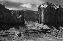 Monument Valley,Cly Mesa,Elephant Mesa,clouds,North window