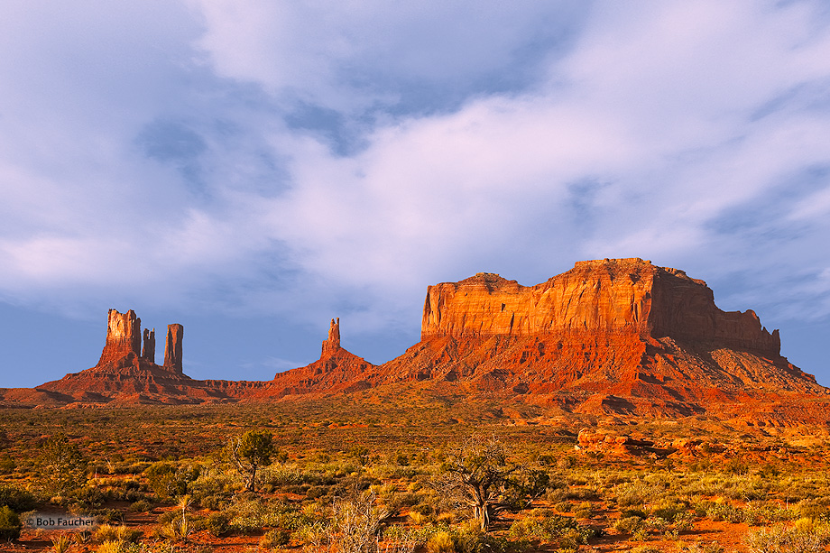 Monument Valley,Brigham's Tomb,King-on-his-Throne,Stagecoach, photo