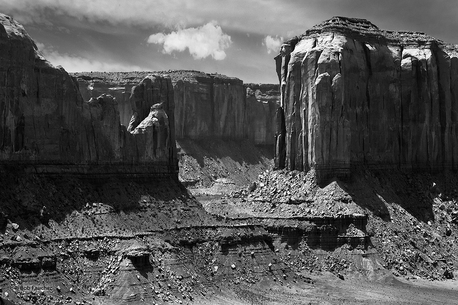 Monument Valley,Cly Mesa,Elephant Mesa,clouds,North window, photo