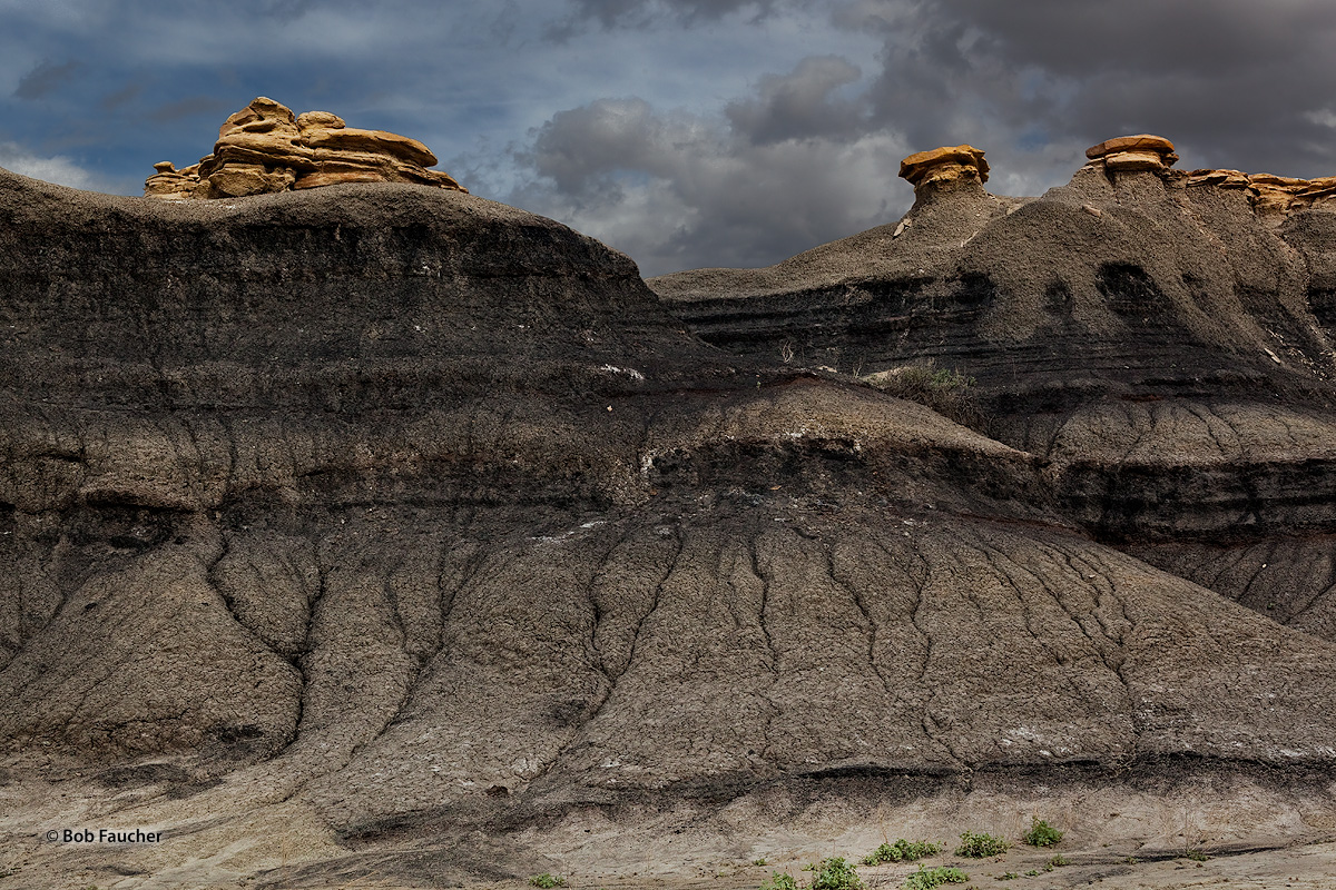 Bisti Badlands caprocks, photo
