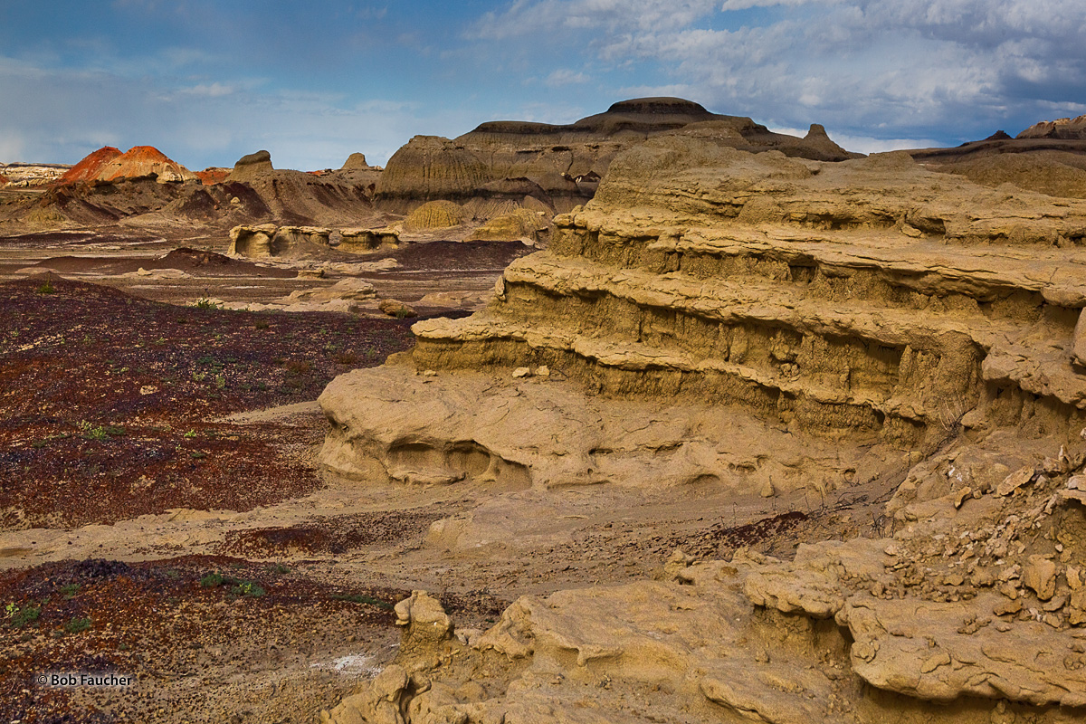 Bisti Badlands, hoodoos, clay mounds, layers, photo