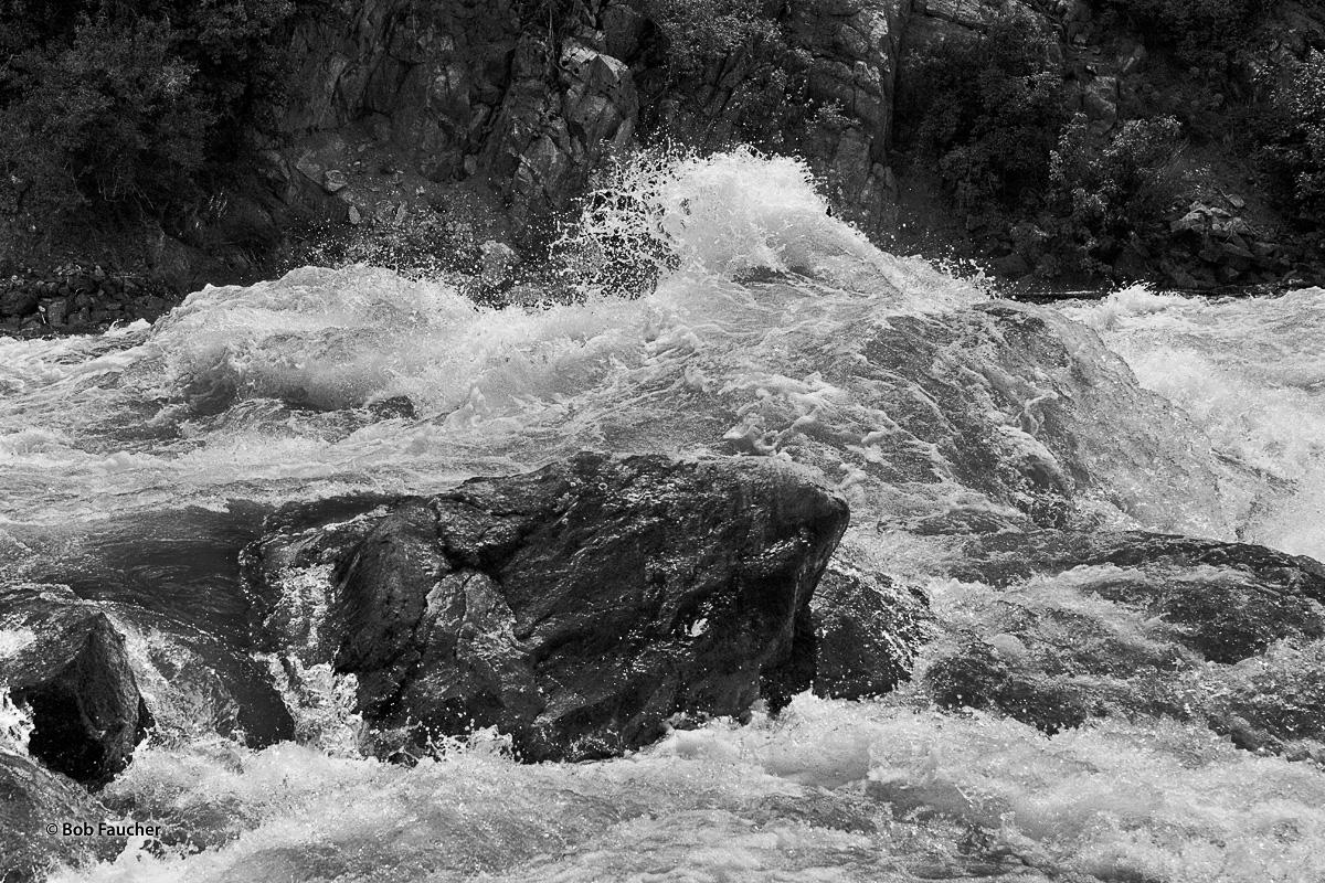 river channel, rocks, waves, spray, photo