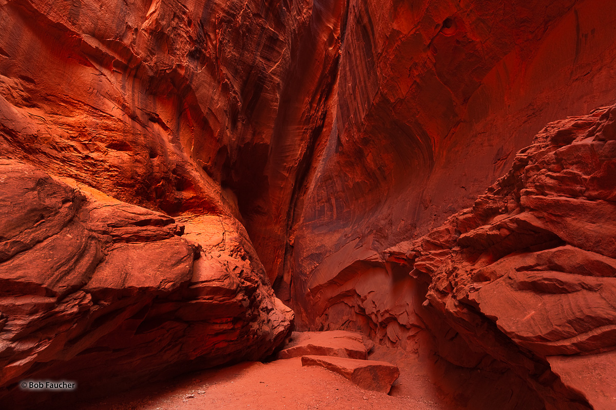 Singing Canyon is a small beautiful slot canyon off Long Canyon. Beyond it's visual beauty, it is noted for its amazing acoustics...