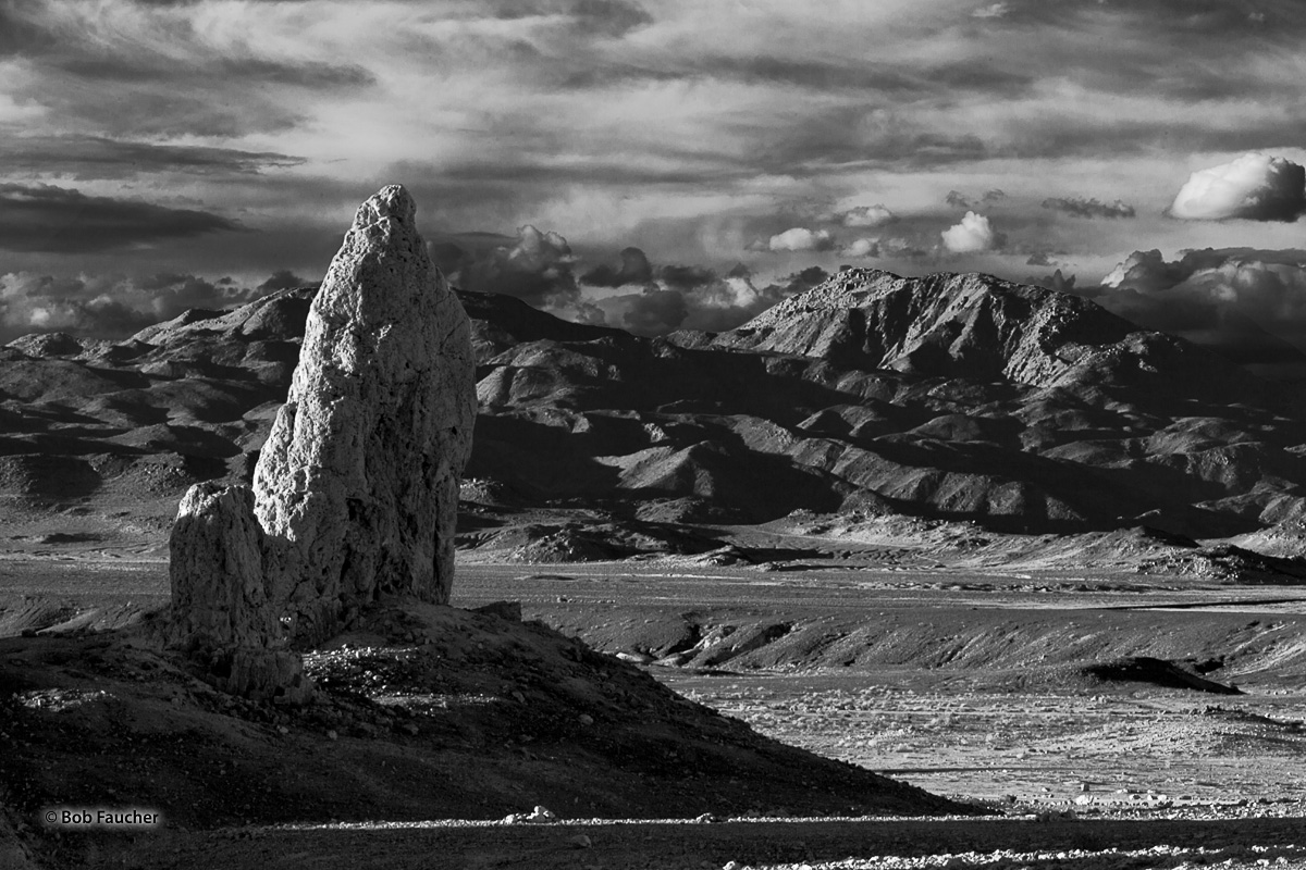 Trona Pinnacles, tufa, photo