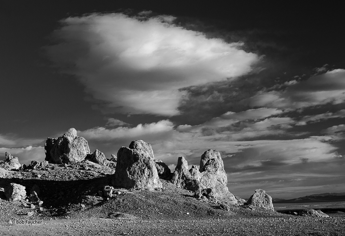 Trona Pinnacles, tufa, photo