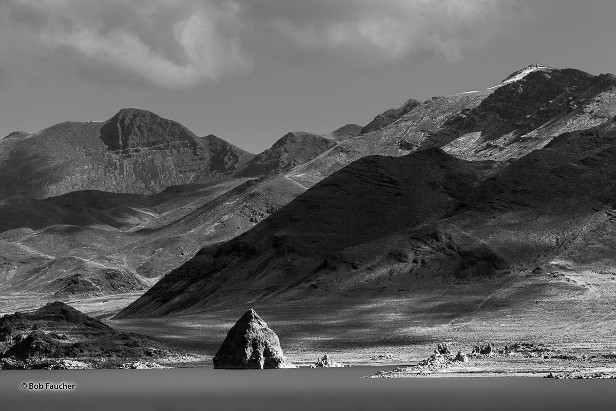 Pyramid Lake, Pyramid Rock, photo