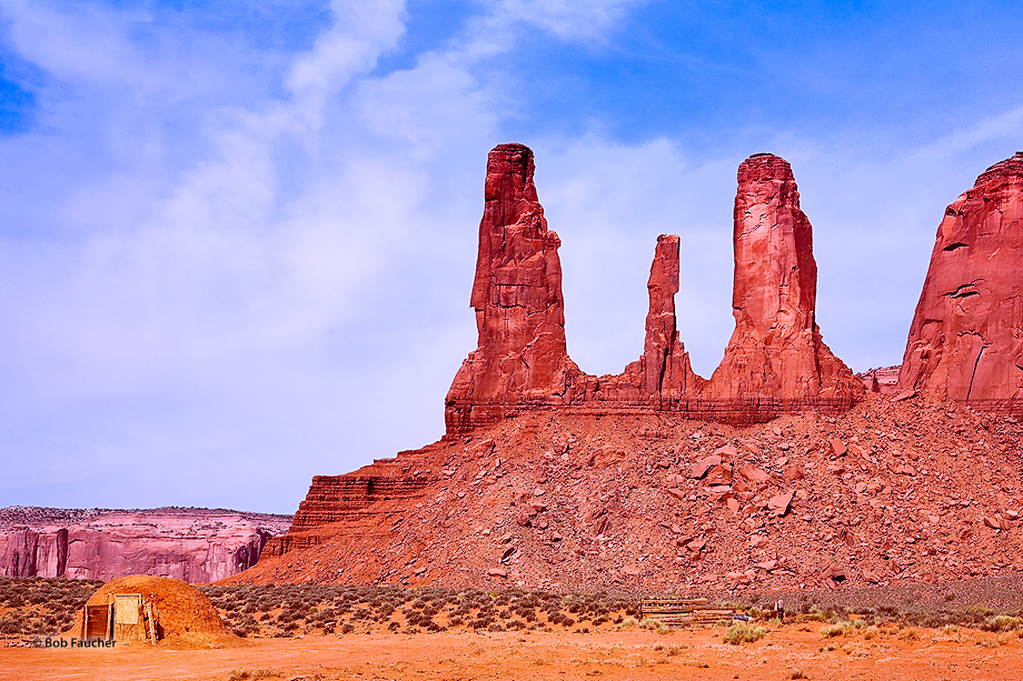 Monument Valley,Three Sisters,hogan, photo