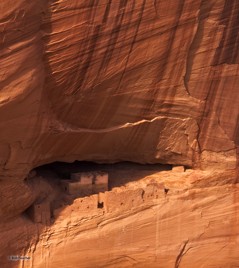 White House ruins in the sandstone cliffs of the Canyon de Chelly